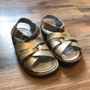 Saltwater sandals gold
